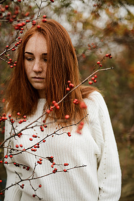 Close-up portrait of teenage girl with red head - p1166m2113156 by Cavan Images