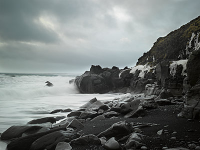Rocky coast in the North of Iceland - p416m991096 by Dominik Reipka