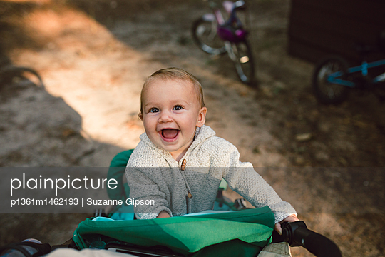 Portrait of laughing baby girl - p1361m1462193 by Suzanne Gipson