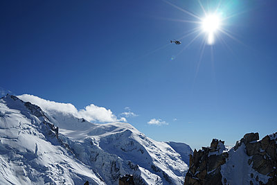 An helicopter flying over the Aiguille du Midi - p1610m2208694 by myriam tirler