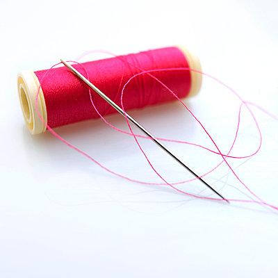 Sewing threat - p8130445 by B.Jaubert
