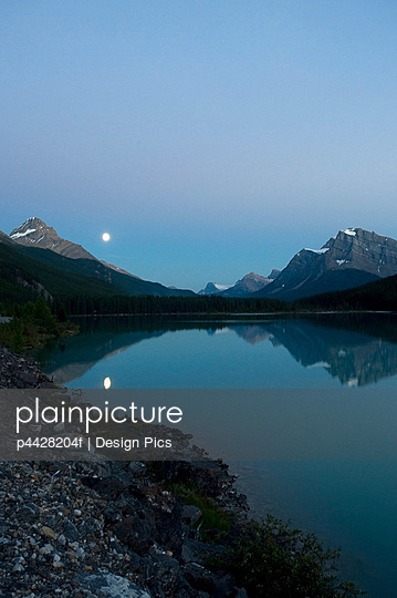 Moon, Waterfowl Lake, Banff National Park, Banff, Alberta