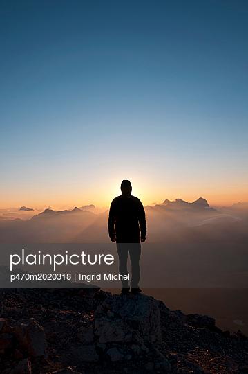 Sonnenaufgang auf dem Piz Boè - p470m2020318 von Ingrid Michel