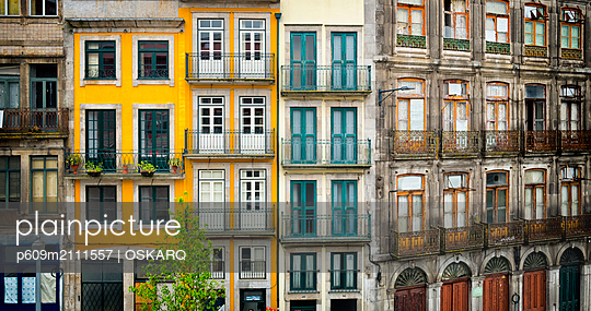 Colorful old apartment building facade house - p609m2111557 by OSKARQ
