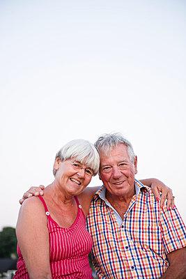 Senior couple together - p312m996792f by Elliot Elliot