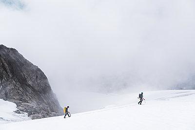 Climbers on Tantalus Traverse, a classic alpine traverse close to Squamish, British Columbia, Canada - p924m2271155 by Alex Eggermont