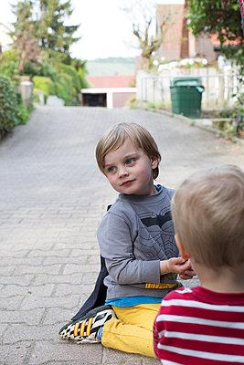 Spielende Kinder - p1308m2057134 von felice douglas