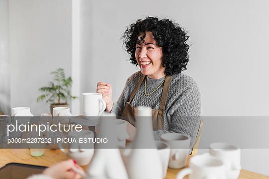 woman, Spain, artisans - p300m2287232 von PICUA ESTUDIO