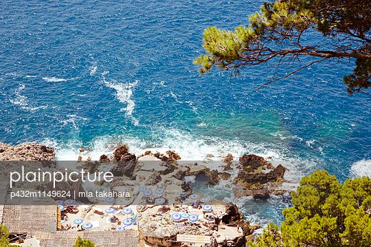Sonnenbaden auf Capri - p432m1149624 von mia takahara