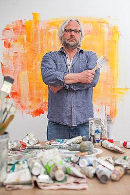 stolzer Künstler - p830m826080 von Schoo Flemming