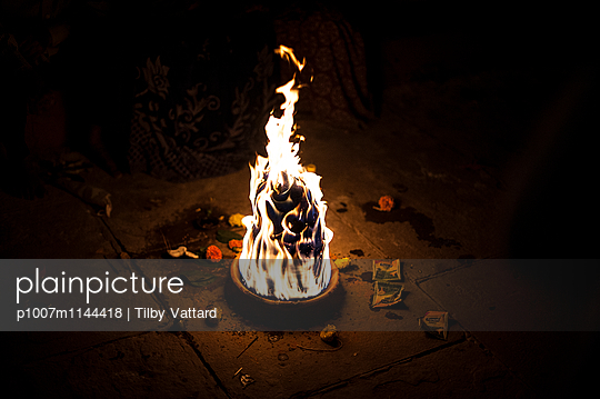 Skull appearing in the fire  - p1007m1144418 by Tilby Vattard