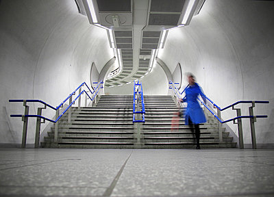 Woman running for train in London Underground Tube station - p1072m829413 by Neville Mountford-Hoare