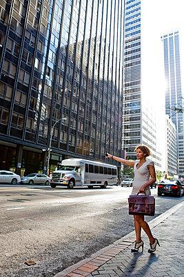Frau in New York - p787m965726 von Forster-Martin