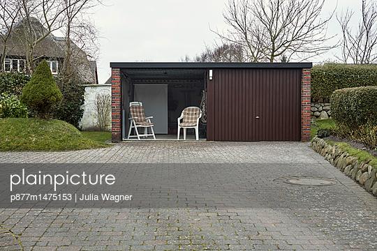 Kein Platz an der Sonne - p877m1475153 von Julia Wagner