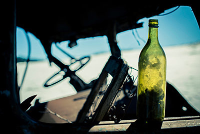 Bottle  in an abandoned car - p829m949304 by Régis Domergue