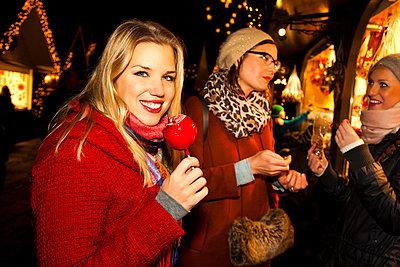 Weihnachtsmarkt - p904m749014 von Stefanie Päffgen