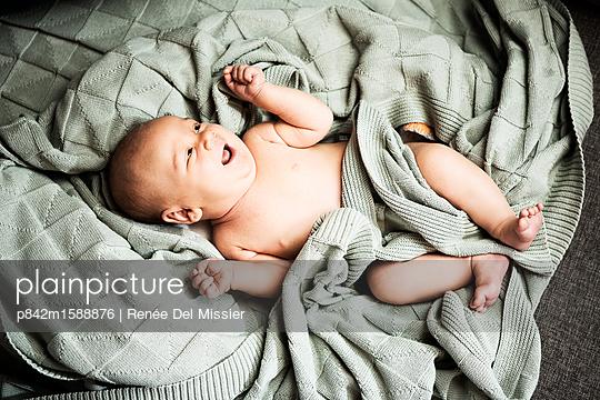 Baby - p842m1588876 von Renée Del Missier
