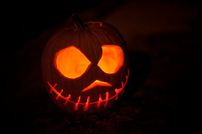 Halloween Pumpkins at night - p1007m1144261 by Tilby Vattard