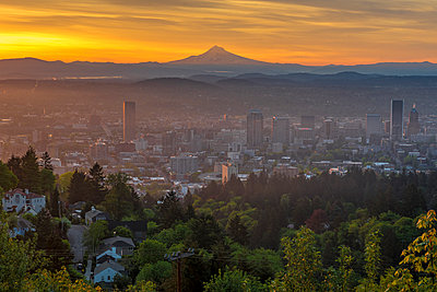 Portland sunrise from Pittock Mansion - p343m1446790 by Mallory Roe