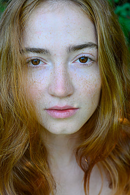 Teenage girl with red hair, close-up - p427m2209811 by Ralf Mohr
