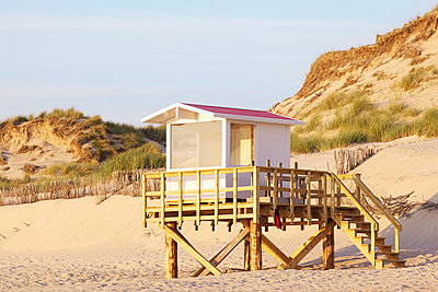 Lifeguard tower - p606m957493 by Iris Friedrich