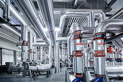 Pipeworks with insulation in a technical room - p300m2131772 by Christian Vorhofer