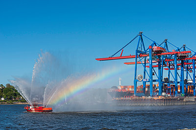 Harbour of Hamburg - p488m1031056 by Bias