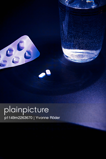 Pills - p1149m2263670 by Yvonne Röder