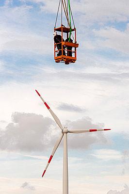 Aufbau eines Windrades - p1079m880939 von Ulrich Mertens