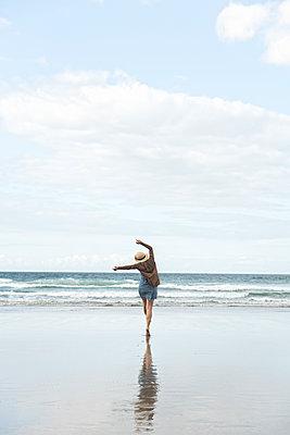 Happy woman enjoying the beach - p300m2139583 by Hernandez and Sorokina