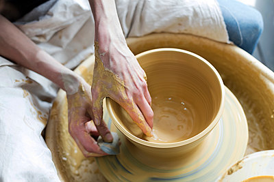 Overhead view woman using pottery wheel - p1023m1173728 by Rafal Rodzoch