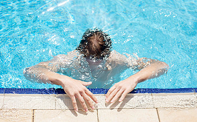 Fun in the pool - p5861611 by Kniel Synnatzschke