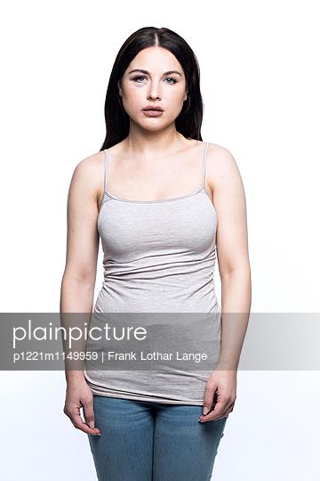 Verletzte junge Frau - p1221m1149959 von Frank Lothar Lange