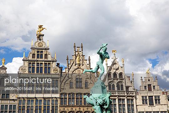 Gildehäuser am Großen Markt Antwerpen, Brabobrunnen - p606m2015648 von Iris Friedrich