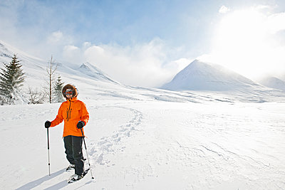 woman walking on snowshoes through winter landscape in Iceland - p1166m2268877 by Cavan Images