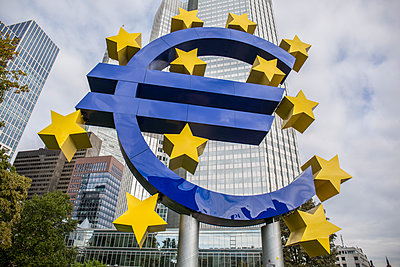 European Central Bank - p524m1119221 by PM