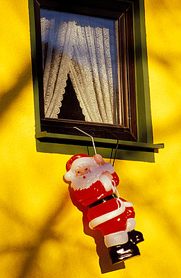 Weihnachtsmann am Seil - p2200039 von Kai Jabs