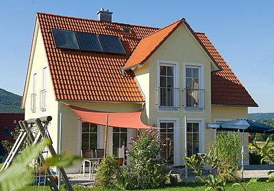 Einfamilienhaus mit Garten - p4737840f von STOCK4B-RF