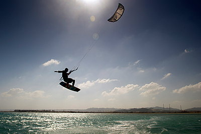 Kite surfing on Red Sea coast of Egypt, North Africa, Africa - p871m927388 by Louise Murray