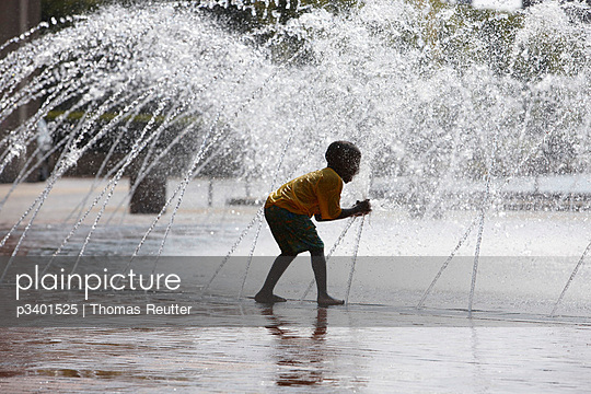 Playing with water - p3401525 by Thomas Reutter