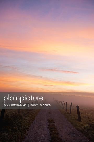 Bodennebel am Morgen - p533m2044341 von Böhm Monika