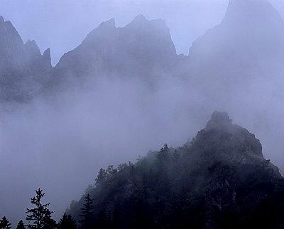 Nebel in den Bergen - p1016m792568 von Jochen Knobloch