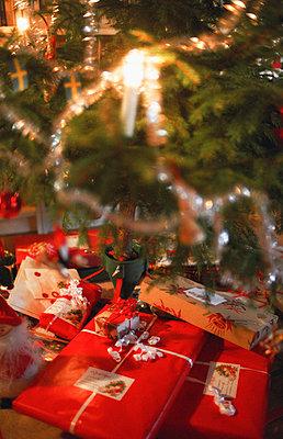 Christmas tree with presents - p1418m1571642 by Jan Håkan Dahlström