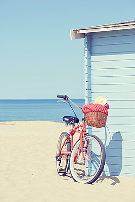 Beach cruiser - p464m1115881 by Elektrons 08