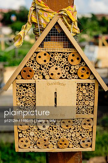 Bienenhotel - p1212m1146011 von harry + lidy