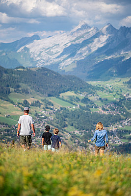 Family goes on a hike in the mountains, France - p1007m2219952 by Tilby Vattard
