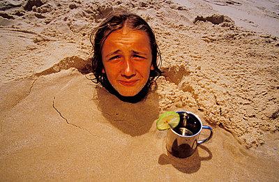 Hilflos im Sand - p2200120 von Kai Jabs