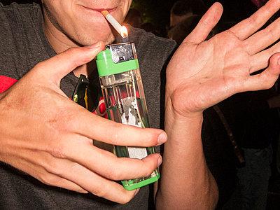Rauchen - p930m933665 von Phillip Gätz