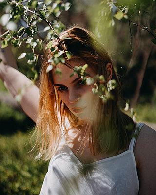 Portrait of young woman - p1184m1424549 by brabanski