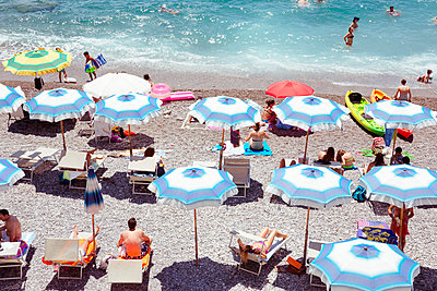 Badestrand in Amalfi - p432m1149586 von mia takahara
